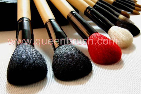 32pcs Professional Makeup Brush Set Queen Brush